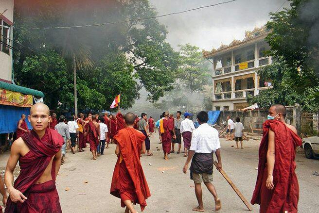 تصویر تخریب خانه مسلمانان توسط بوداییان افراطی