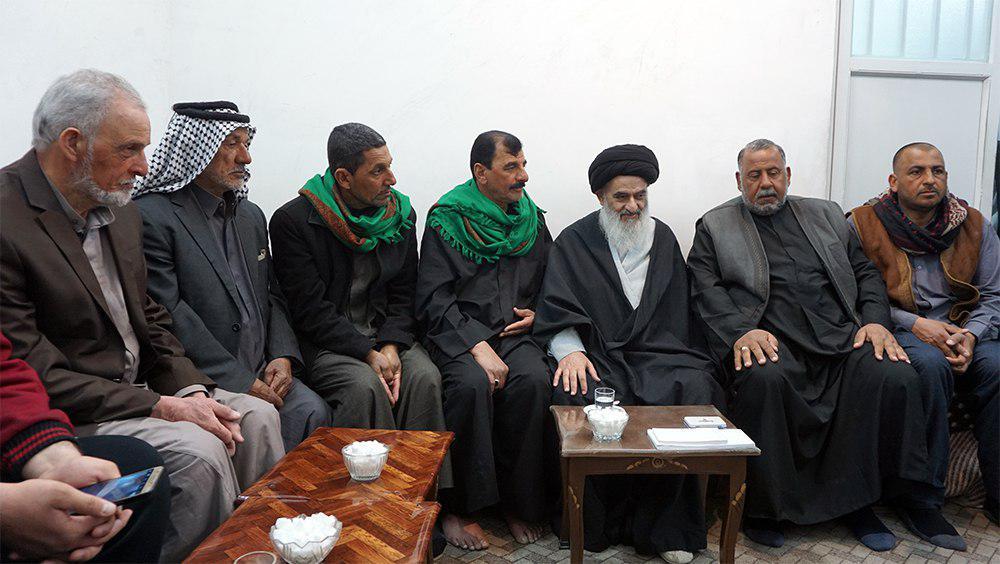 تصویر حضور کاروان پیاده امام حسین علیه السلام از کشور عراق در بیت آیت الله العظمی شیرازی