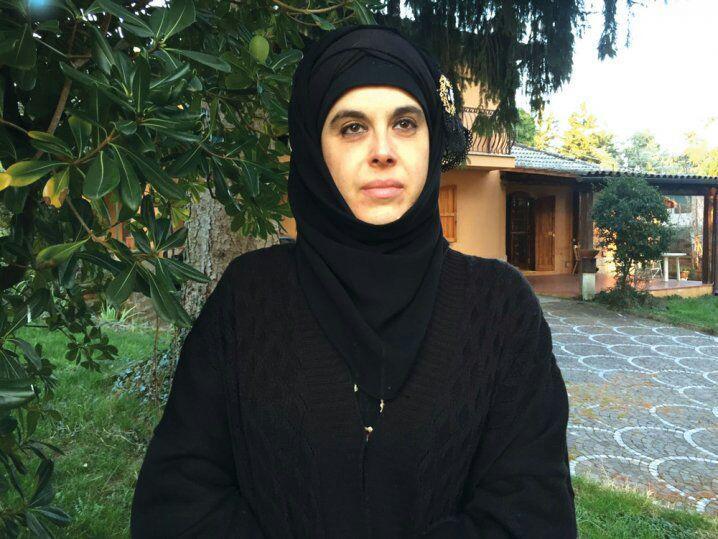 تصویر چاپ و ترجمه قرآن توسط یک بانوی مسلمان ایتالیایی