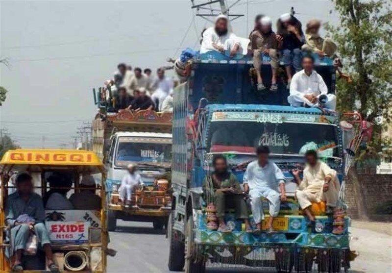 تصویر سه میلیون مهاجر افغانستانی با دریافت ۲۰۰ دلار خاک پاکستان را ترک میکنند