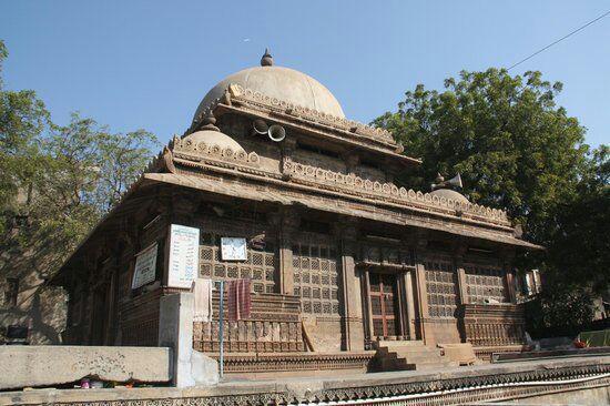 تصویر اعتراض مسلمانان هند به تخریب مسجدی تاریخی