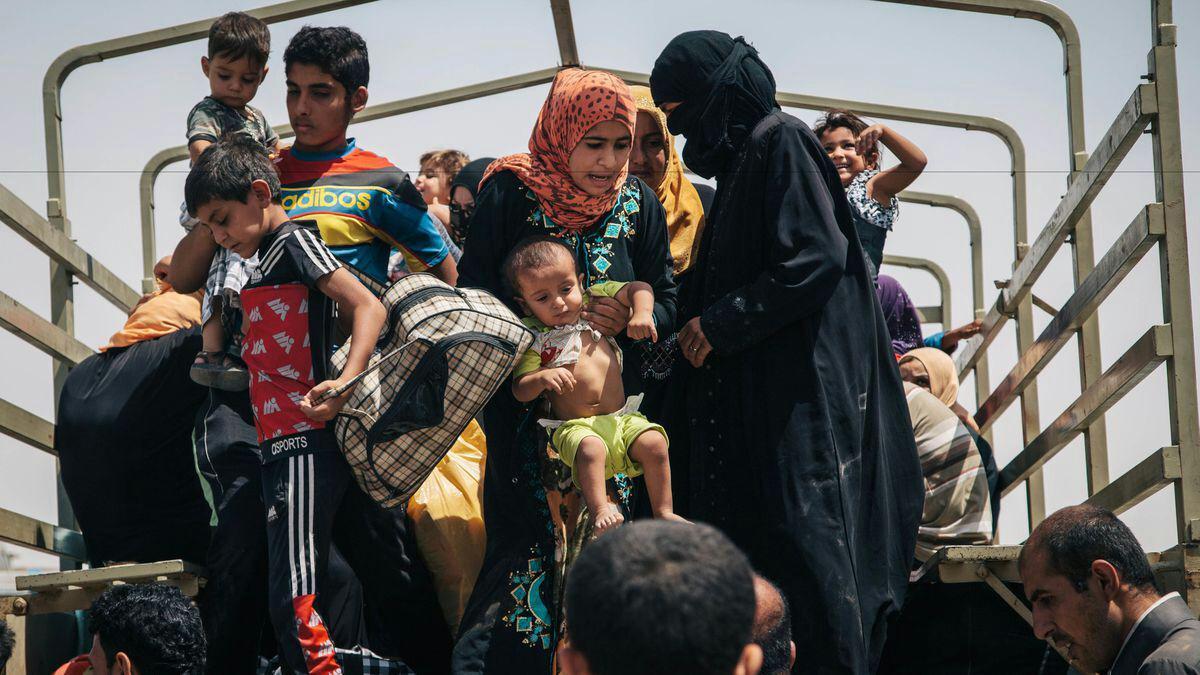 تصویر بازگشت ۲۶۲ خانواده آواره عراقی به منازل خود در شمال شرق دیالی