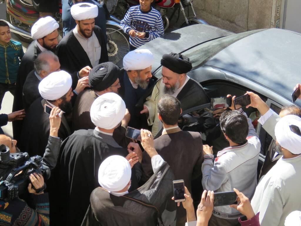 تصویر آزادی آیت الله سید حسین شیرازی پس از ۱۳ روز