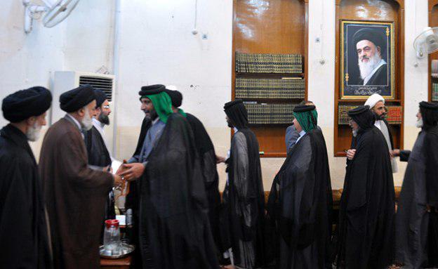 تصویر حضور هیئت سادات جوابر در دفتر مرجعیت در شهر مقدس کربلا