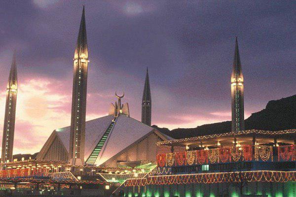 تصویر نمایش ۱۰۰ نسخه خطی قرآن در «مسجد فیصل» اسلامآباد