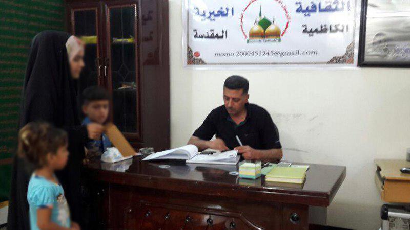 تصویر کمک رسانی به خانواده های نیازمند شهر مقدس کاظمین