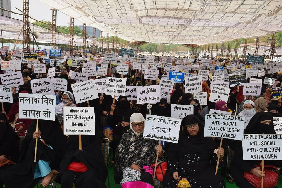 تصویر هیئت احکام شخصی مسلمانان هند در دهلی نو برگزار کرد؛ اجتماع بزرگ زنان مسلمان هند در اعتراض به وضع قوانین مخالف با احکام اسلام