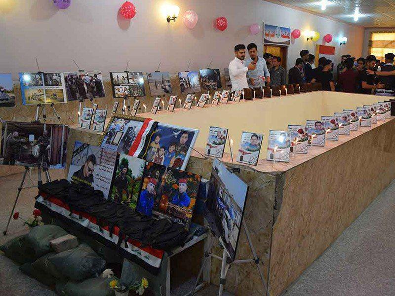 تصویر مراسم یادبود شهدای الحشدالشعبی در دانشگاه اهل بیت علیهم السلام در شهر مقدس کربلا
