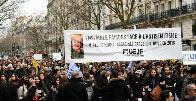 تصویر خشم مسلمانان از نامه ۲۵۰ شخصیت فرانسوی که اسلام را به حملات علیه یهودیت مربوط دانستند
