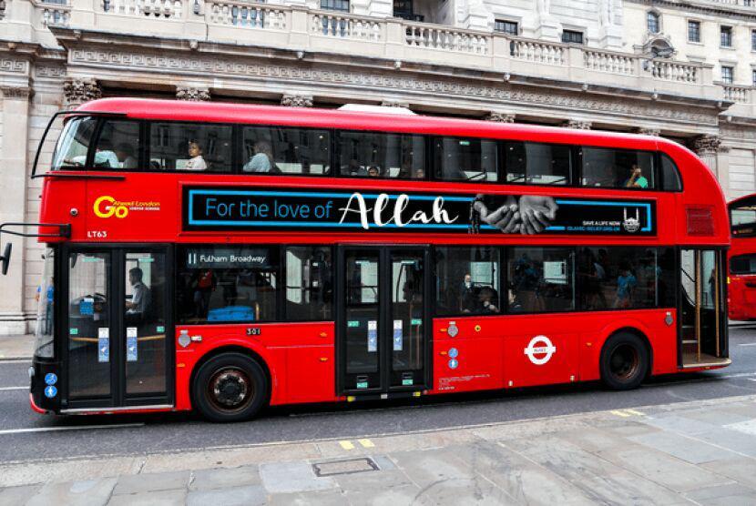 تصویر کمپین خیریه رمضان در انگلیس با تبلیغات بر روی صدها اتوبوس آغاز به کار کرد