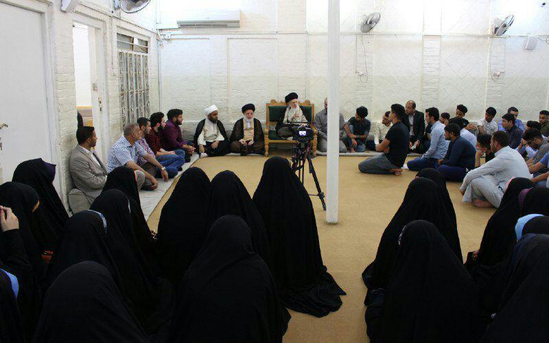 تصویر یکی از مراجع تقلید شیعه:  از اهتمام دانشجویان جوان به دین و مذهب احساس سرور میکنم
