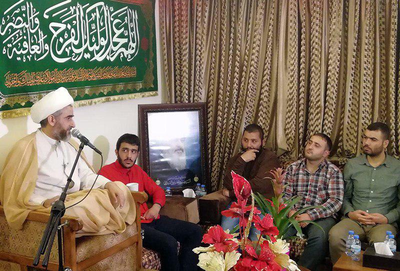 تصویر بزرگداشت میلاد امام زمان عجل الله تعالی فرجه الشریف در دفتر مرجع عالیقدر در لبنان