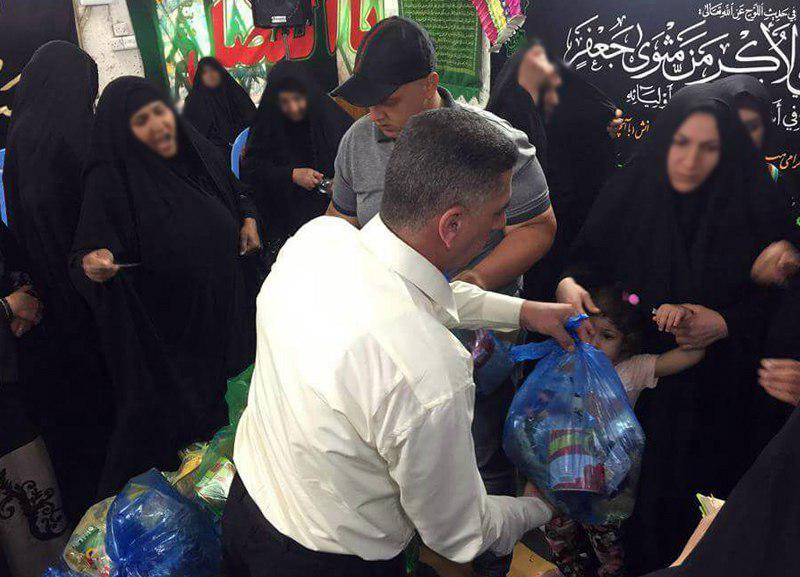 تصویر توزیع سبدهای غذایی ماه مبارک رمضان در میان خانواده های نیازمند شهر مقدس کاظمین از سوی مؤسسه رسول اعظم صلی الله علیه وآله