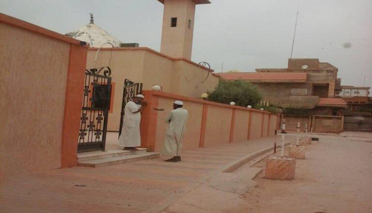 تصویر اشغال مسجد حضرت فاطمه زهرا سلام الله علیها در شهر «بنغازی» لیبی، توسط وهابیها