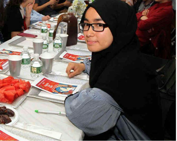 تصویر مراسم افطار میان ادیانی نوجوانان مسلمان و یهودی در نیویورک برگزار شد