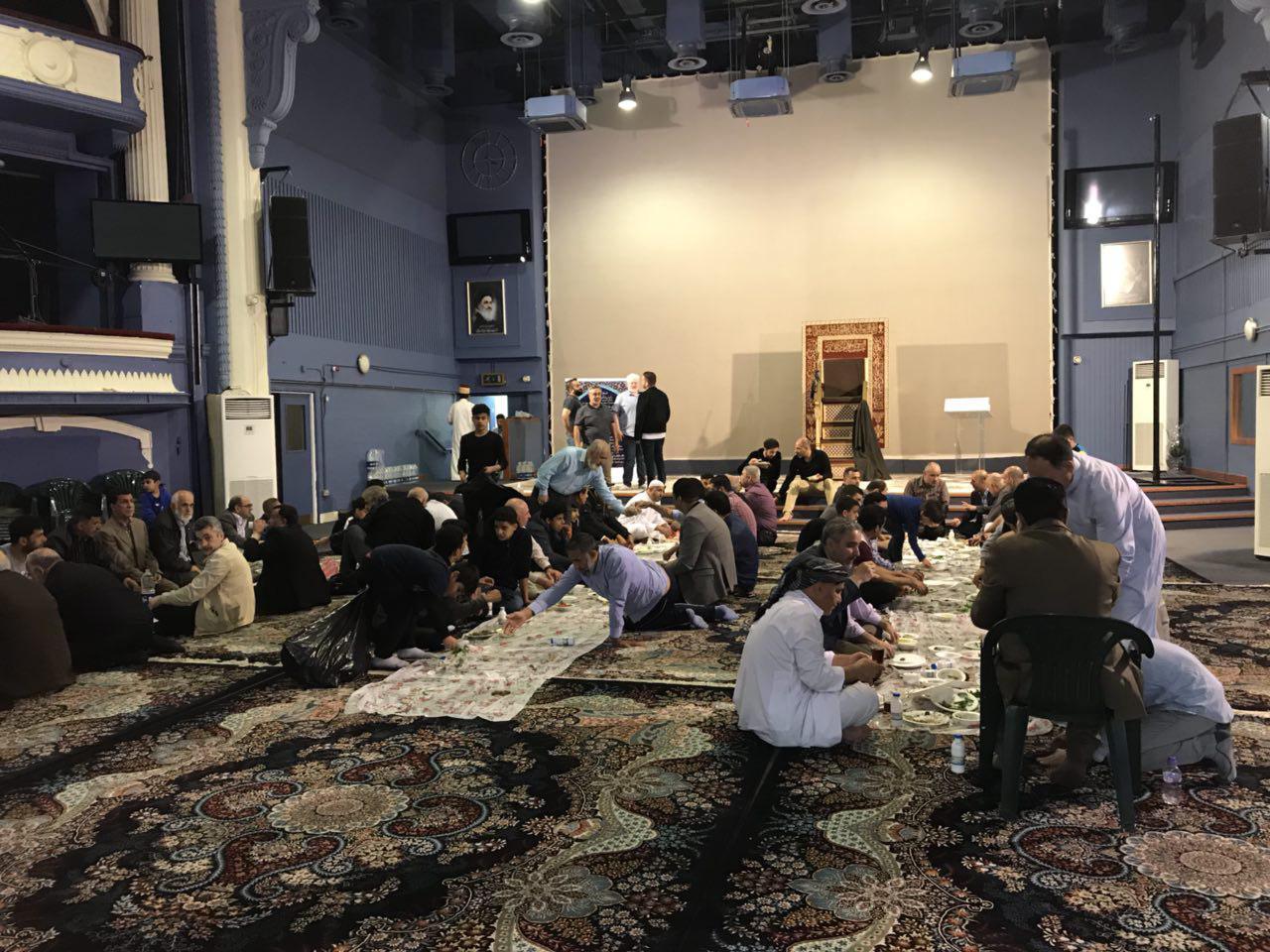تصویر مراسم افطار با حضور نمایندگان ادیان و مذاهب مختلف در «حسینیه رسول اعظم» در لندن