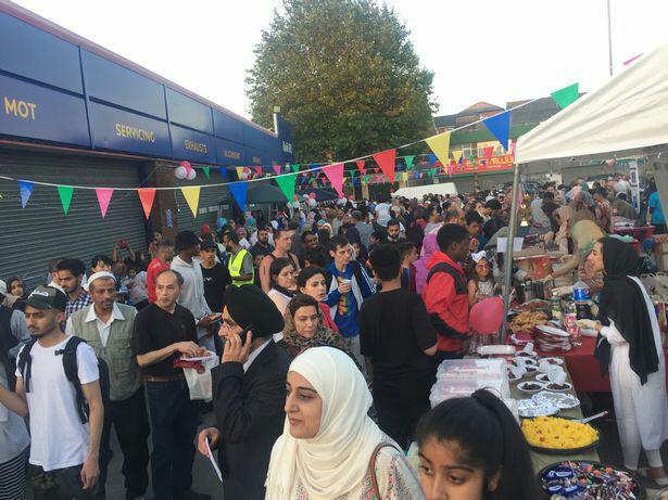 تصویر با بیش از ۲ هزار شرکت کننده: جشنواره «افطار خیابانی ۲۰۱۸» در شهر بیرمنگام برگزار می شود