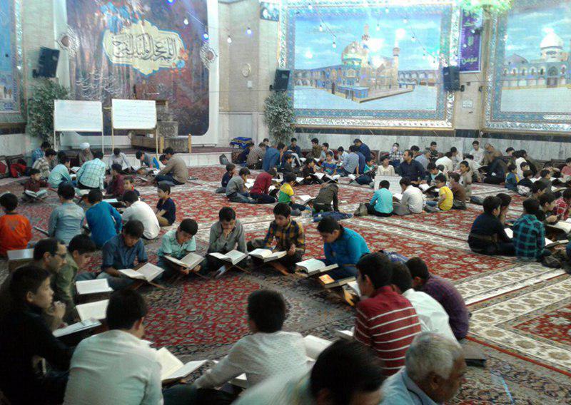 تصویر گوشه ای از فعالیت های حسینیه کربلایی های اصفهان در ماه مبارک رمضان