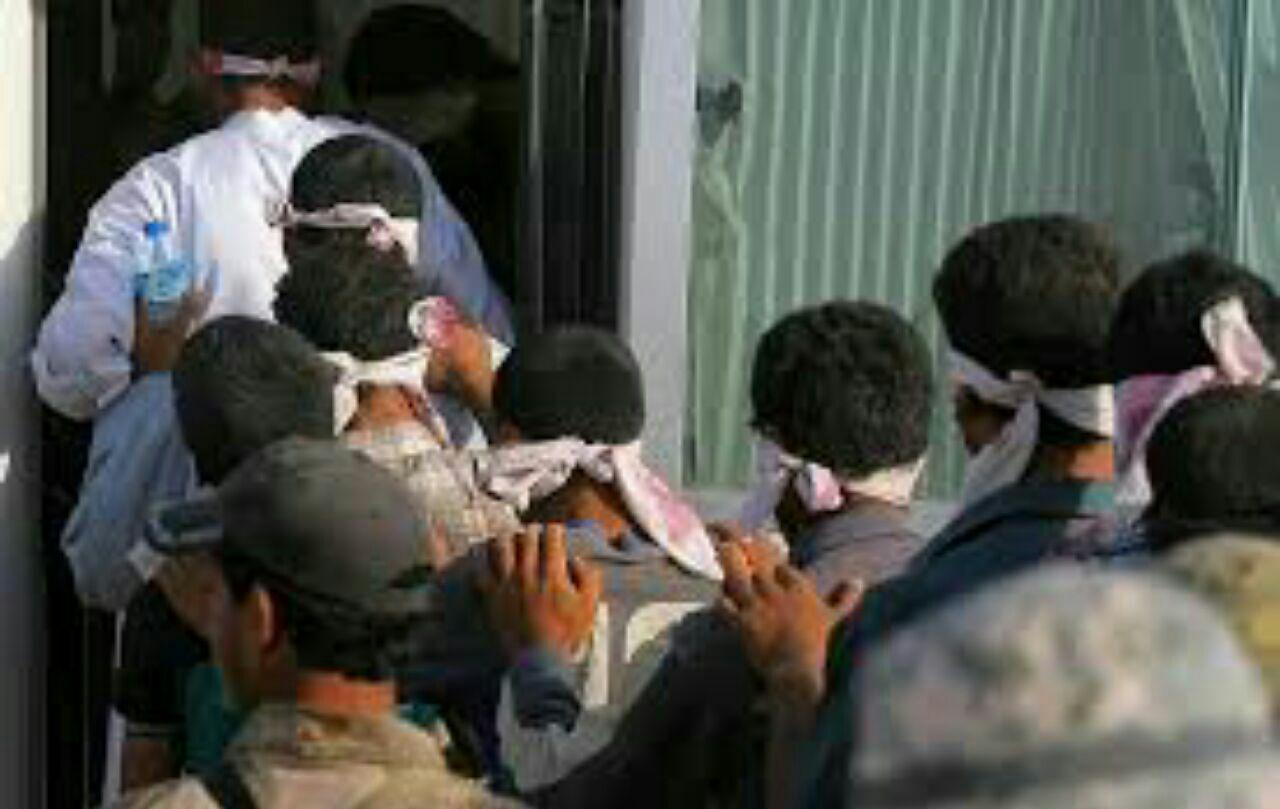 تصویر بازداشت 12 تروریست داعشی در مرکز شهر موصل