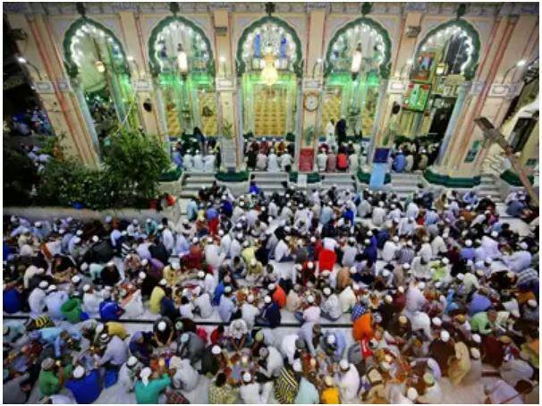 تصویر ۸۰۰ مسجد در تلانگانای هندوستان به نیازمندان افطاری می دهند