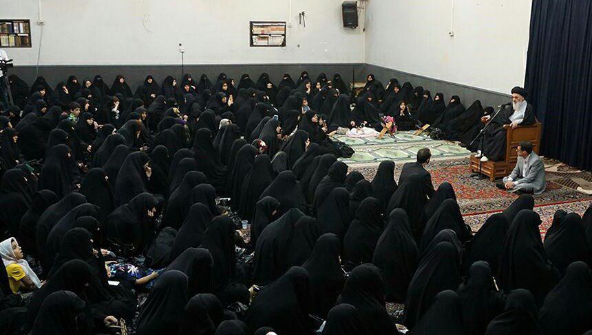 تصویر گردهمآيي سالانه بانوان در محضر مرجعيت شيعه آيت الله العظمي شيرازي مدظله