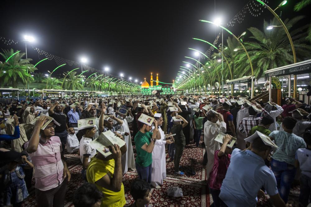 تصویر گزارش تصویری – مراسم شب قدر در بین الحرمین شهر مقدس کربلا