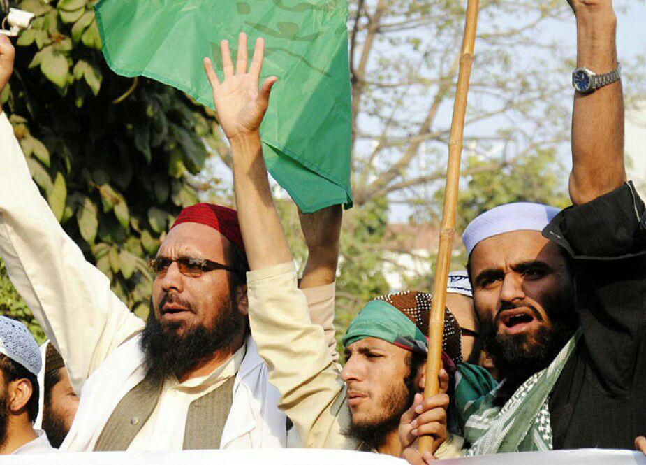 تصویر گروهی از سنی های تندروی پاکستان، خواستار تعطیلی رسمی روز شهادت امیرالمومنین شدند!