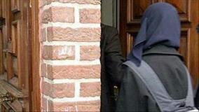 تصویر ۱۴ زن محجبه از اداره امنیت حمل و نقل آمریکا در نیوجرسی شکایت کردند