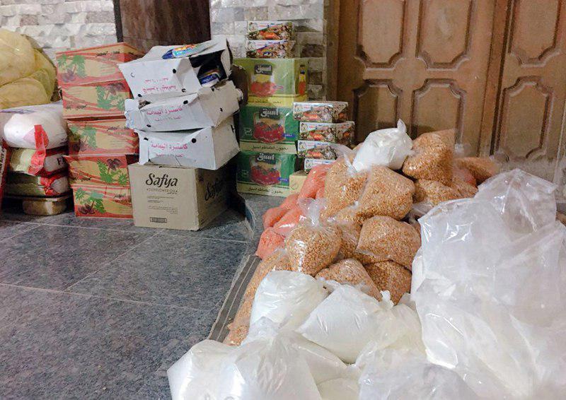 تصویر توزیع سبد غذایی در میان خانواده های نیازمند شهر ناصریه عراق