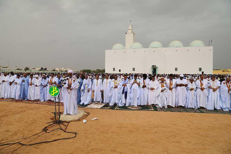 تصویر حمله ی لفظی و اهانت یک امام جماعت اهل تسنن در کشور «موریتانی»، به شیعیان