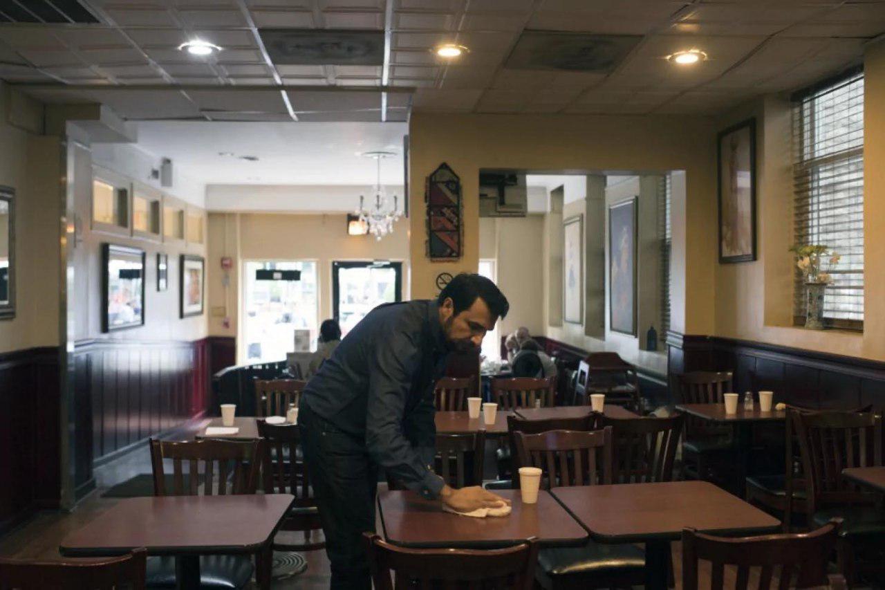 تصویر رستوران دار مسلمانی در واشنگتن غذای رایگان به نیازمندان میدهد