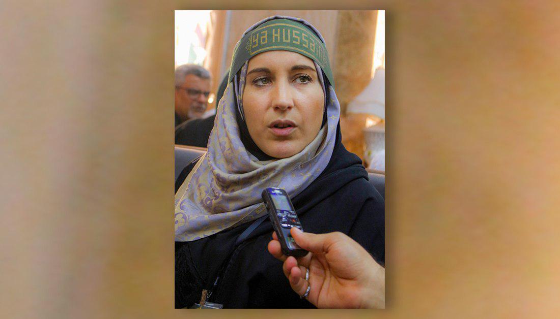 تصویر حضور روزنامه نگار مستبصر واشنگتن پست در آستان مقدس حسینی