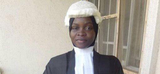 تصویر دانشجوی محجبه نیجریه ای اجازه فارغ التحصیلی از دانشکده حقوق را به دست آورد