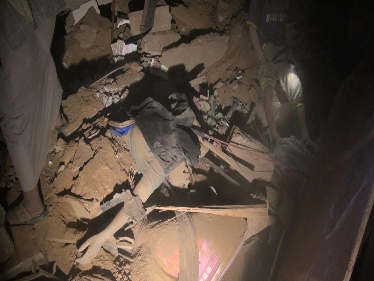تصویر افزایش شمار قربانیان حمله جنگندههای سعودی به شهر «عمران»