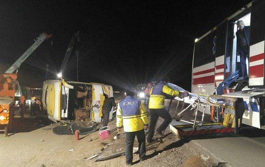 تصویر واژگونی اتوبوس زائران عراقی در مسیر سبزوار به داورزن/ 7 نفر جان باختند