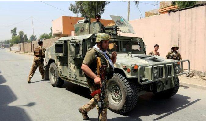 تصویر افراد مسلح به اداره آموزش و پرورش جلالآباد در افغانستان حمله کردند