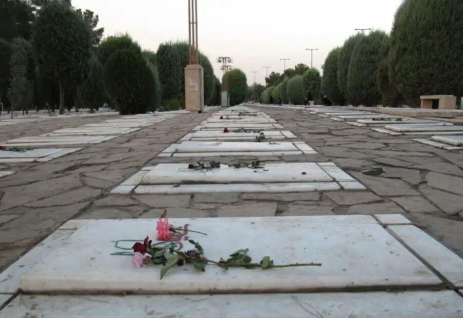 تصویر الازهر: زیارت قبور و قرار دادن گیاه بر سر قبر سنت پیامبر است