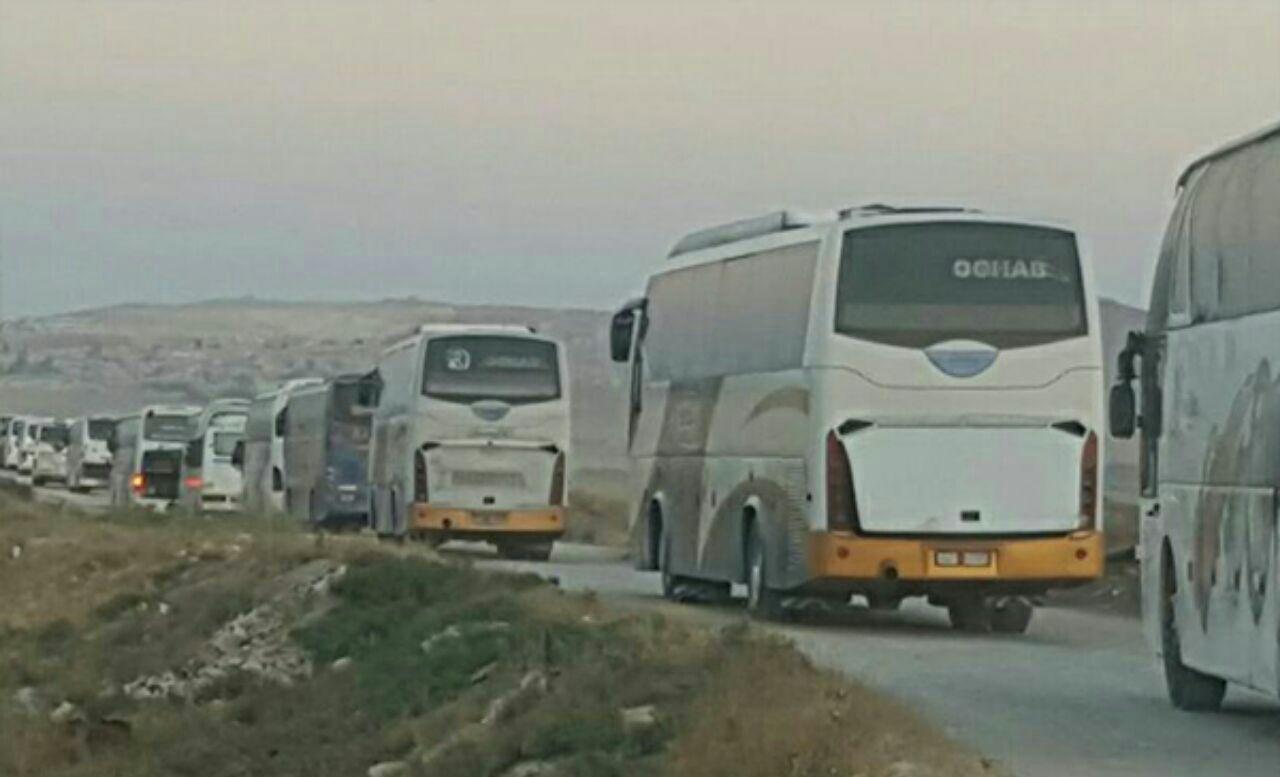 تصویر ورود دهها اتوبوس به فوعه و کفریا برای انتقال اهالی به مناطق امن سوریه