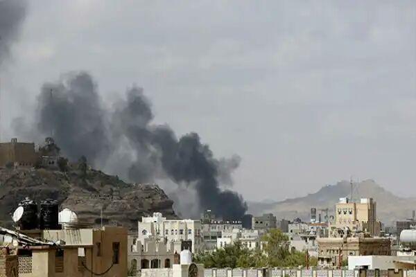 تصویر شهید و مجروح شدن 6 یمنی در حمله هوایی ائتلاف سعودی به الحدیده