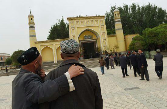 تصویر نبش قبر مسلمانان در چین به بهانه ممنوعیت دفن مردگان