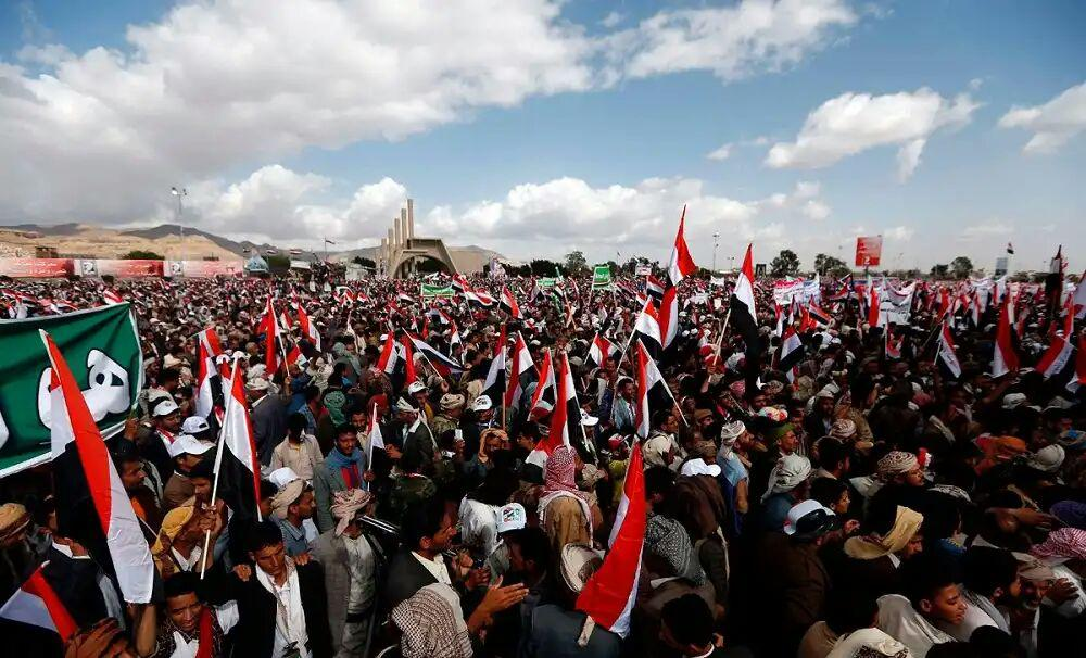 تصویر تظاهرات گسترده مردم الحدیده در محکومیت حملات ائتلاف سعودی