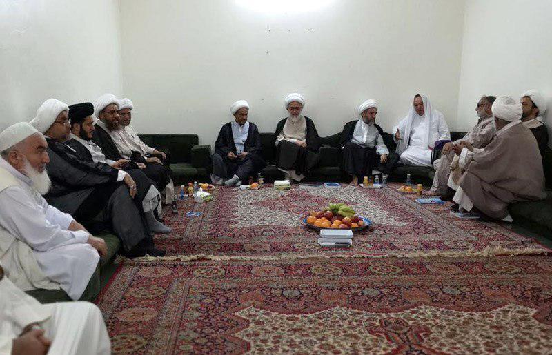 تصویر حضور علما و شخصیت های دینی عربستان و لبنان در بعثه آیت الله العظمی شیرازی در مکه مکرمه