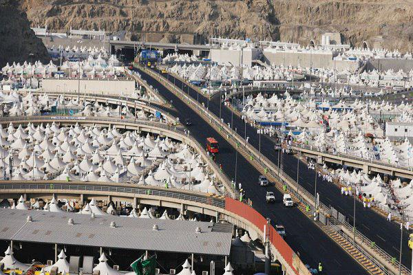 تصویر معدوم کردن ۸۶ هزار بسته غذایی فاسد در ایام حج