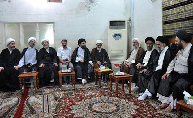 Photo of حضور علما و مؤمنان در دفتر مرجع عالیقدر در کربلای معلی در ایام عید سعید قربان