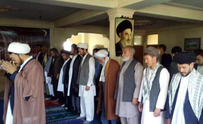 تصویر برپایی نماز عید سعید قربان در دفتر آیت الله العظمی شیرازی در کابل