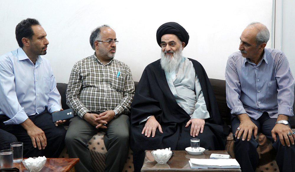 تصویر ملاقات اعضای هیئت ائمه اطهار علیهم السلام از شهر تهران با آیت الله العظمی شیرازی