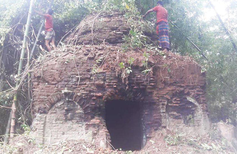 تصویر کشف مسجدی با قدمت ۵۰۰ ساله در اعماق جنگلهای بنگلادش