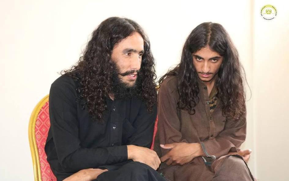 تصویر دو پاکستانی عضو گروه داعش در افغانستان تسلیم شدند
