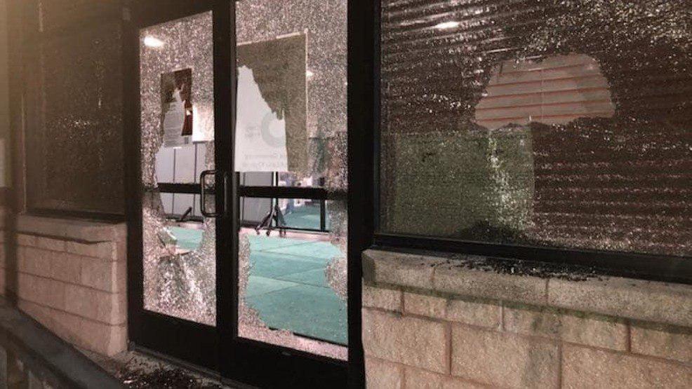 تصویر حمله به مسجد، شکستن شیشه ها و تخریب اموال مسجد در آستین تگزاس
