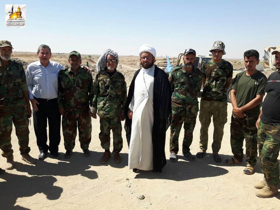 تصویر حضور مبلغین حوزه علمیه نجف اشرف در کنار نیروهای مدافع عتبات و مقدسات عراق
